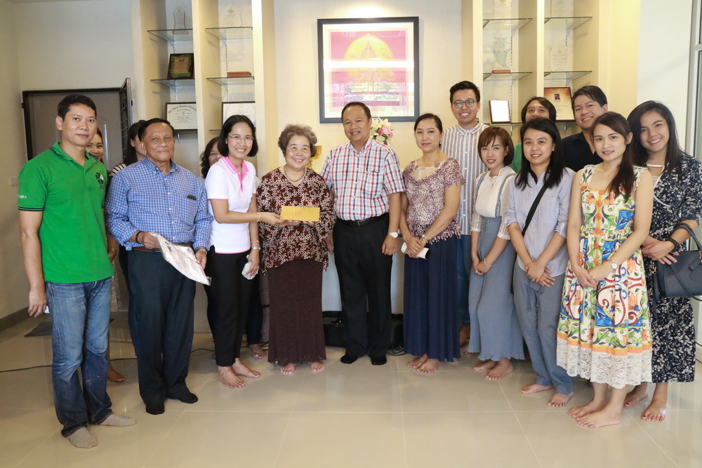 Foundation Secretariat, Assoc. Prof. Watcharin Loilome and family donate to the foundation