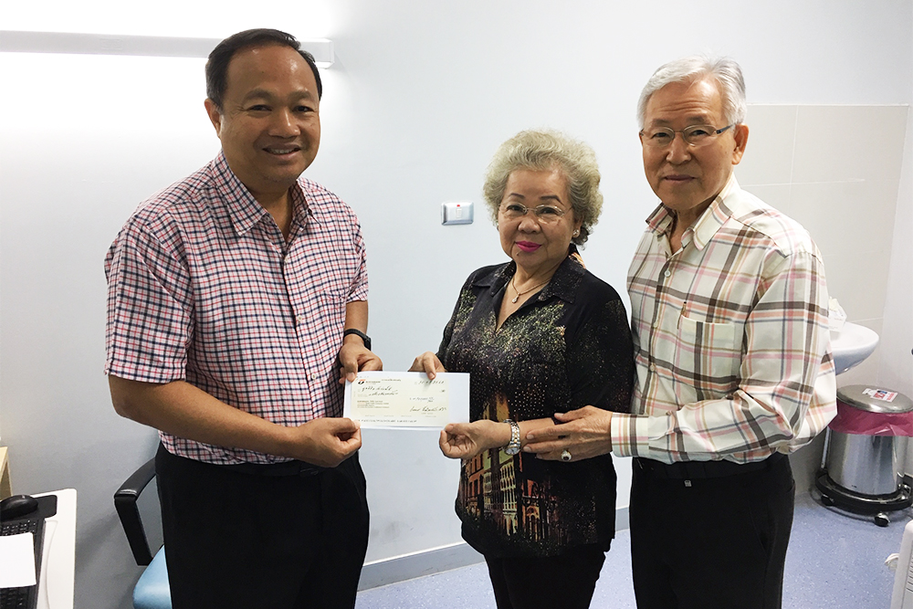 Mr. Jirasak Leedamrongprasert and family donated 100,000 baht to the foundation.