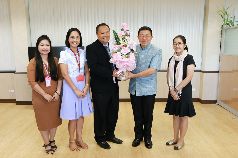Foundation meeting with Governor, Dr. Somsak Jungtrakoon